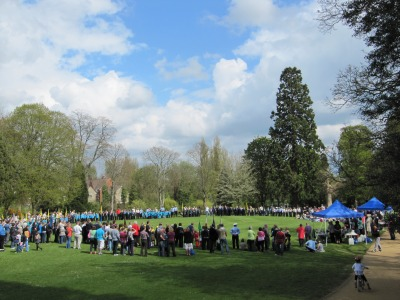 Young Uniformed groups stand in large circle in Abbey Gardens