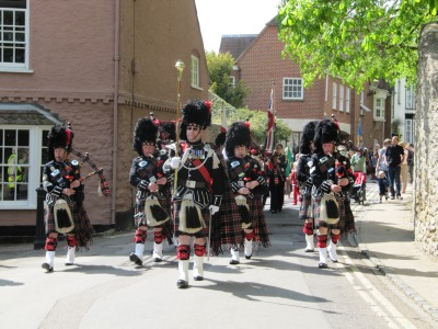 Scottish Bagpipes lead the St George Day Parade