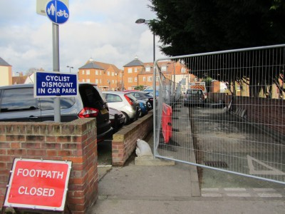 Footpath Closed and Cyclist Dismount